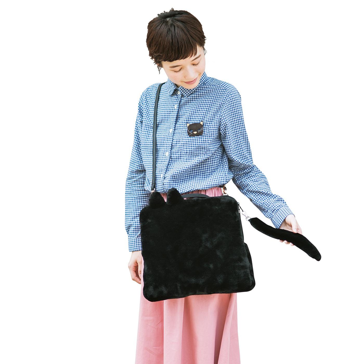 Dカン付きだから、お手持ちのショルダーベルトを取り付けて、ショルダーバッグとしても使えます。