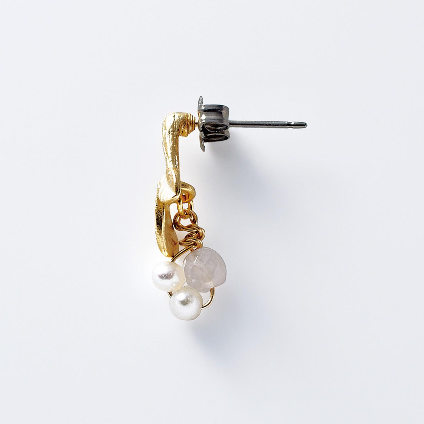 1(ピアス) 金具は肌にやさしいチタン。