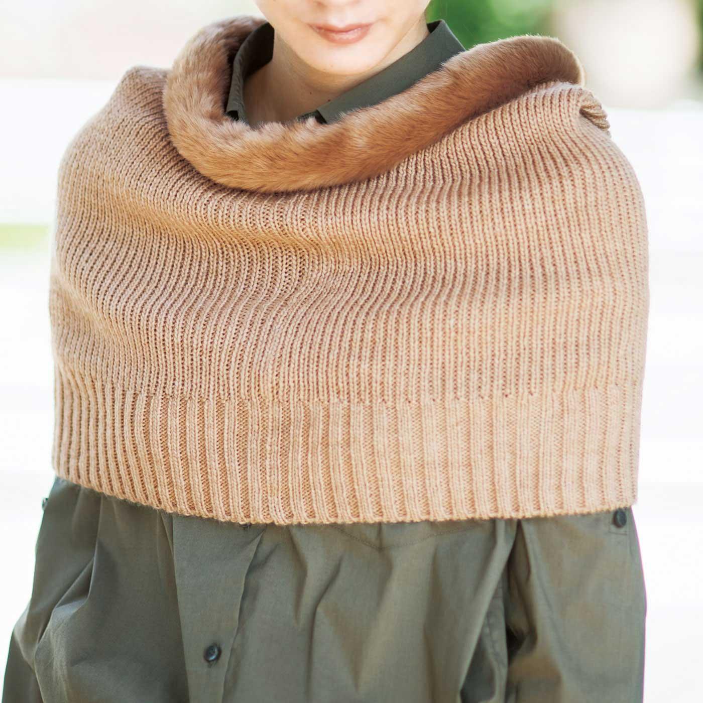 【肩ウォーマー】肩まわりや背中、二の腕を包み込み、すっぽり暖かく。