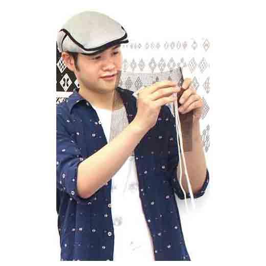 【デザイン kogin.net主宰 山端家昌(やまはた いえまさ)さん】青森県出身。グラフィックデザイナーの視点でこぎん模様を研究・応用。先人の知恵で生まれたこぎん刺しを絶やさぬよう、その魅力を世界へ発信しています。