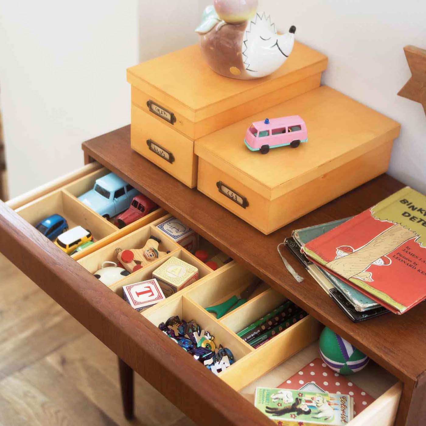 シールやフィギュア、ブロックやお菓子のおまけ……。子どもたちの小さな宝物たちも、すっきり仕切ってお片づけできるね。