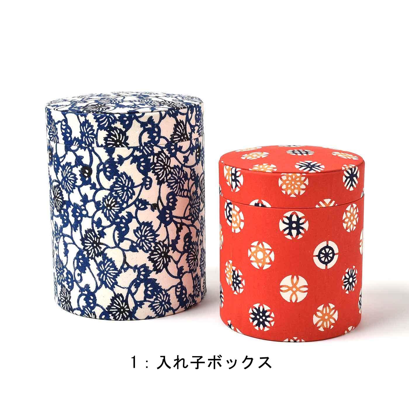 入れ子ボックス 大・中各1個:紙 〈大〉直径約10.5cm、高さ約13.5cm 〈中〉直径約9cm、高さ約10.5cm