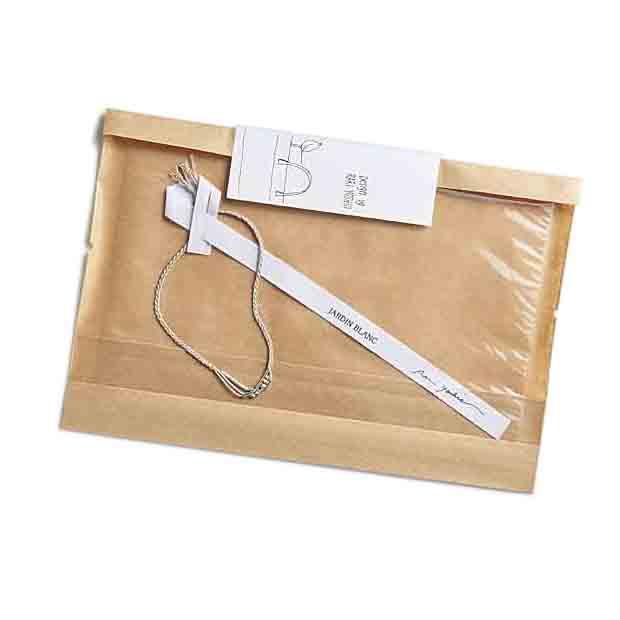 シールにはRARIさんのかわいいイラスト。ギフトにもぴったりのパッケージでお届けします。