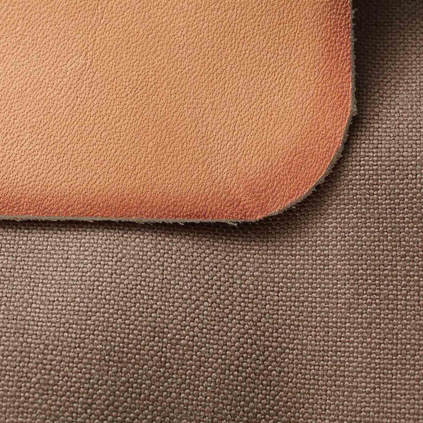 革用染料でふちをグラデーションで手染め。生地は丈夫な帆布素材。