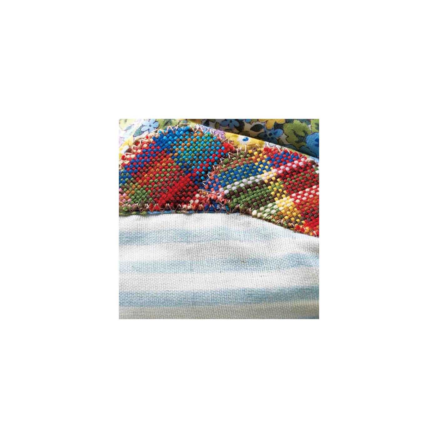 さをり織りのアクセントが楽しい。