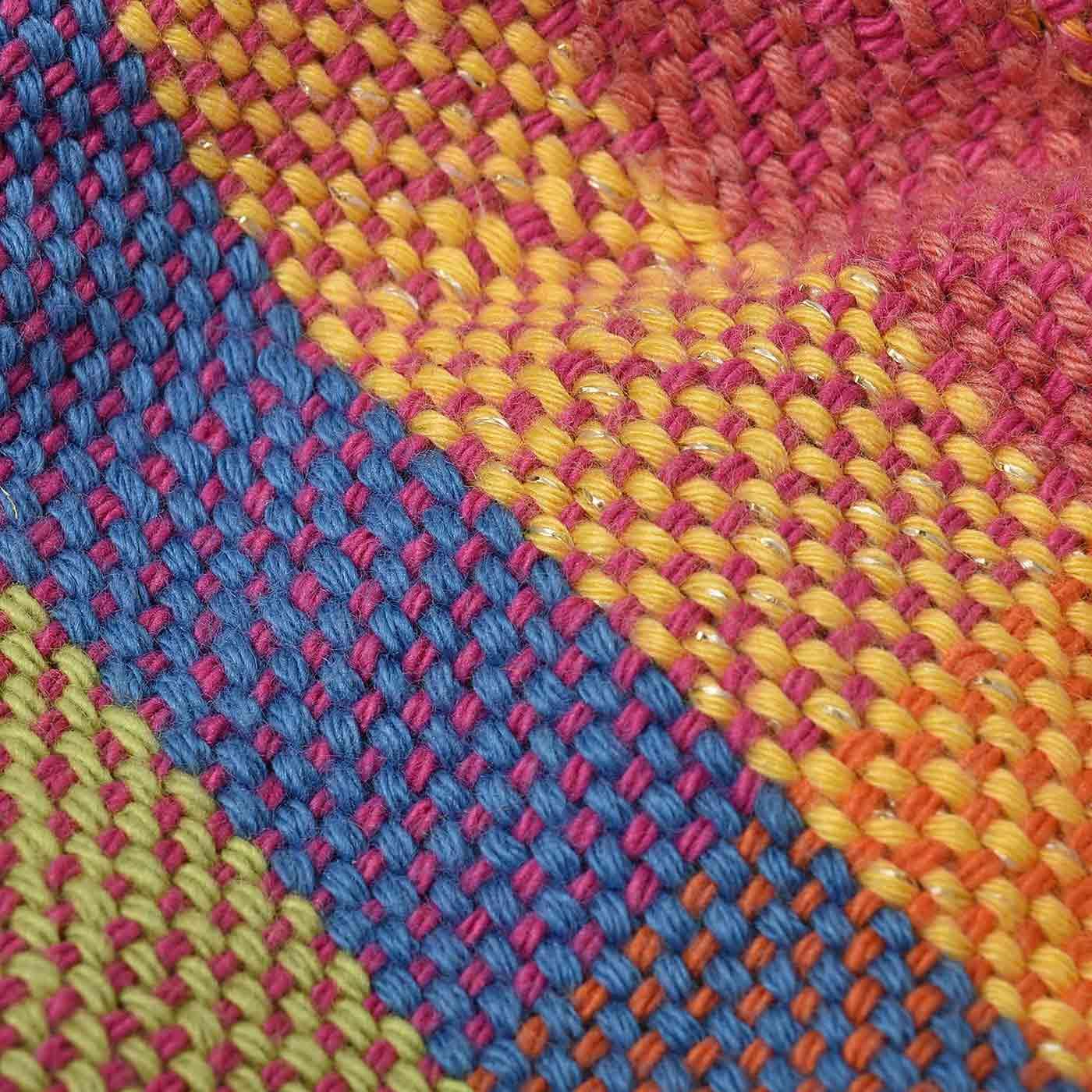 「さをり織り」部分は全国のチャレンジドの自由な作品からセレクトしました。ひとつひとつが個性的です。