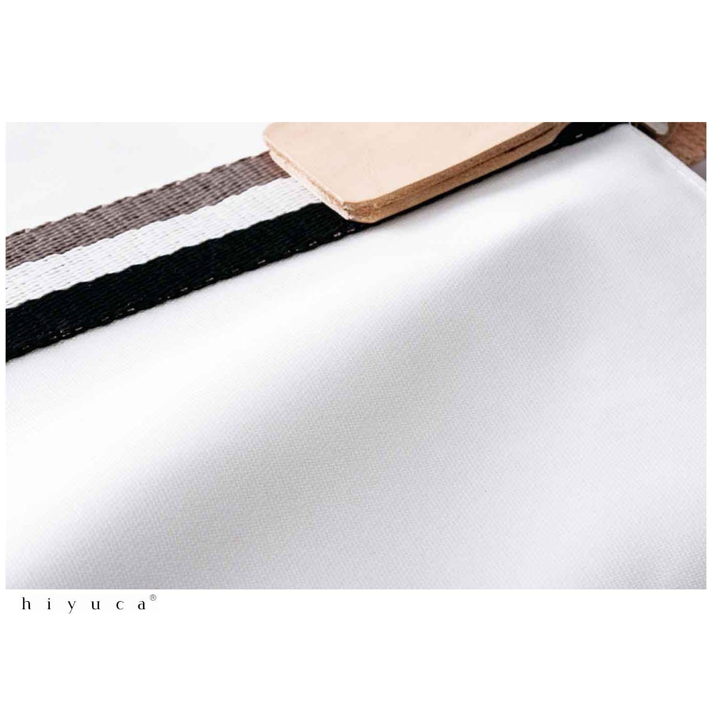 帆布の表面にはオレフィンコーティングをほどこし、上品な光沢と汚れにくさを両立。