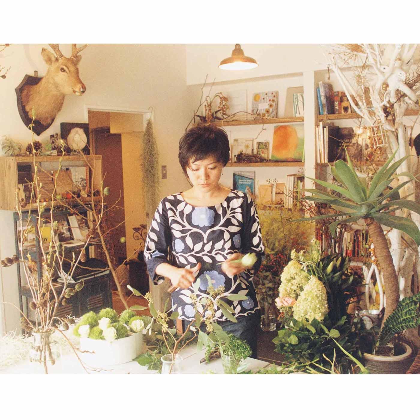 【西間木 恵(にしまぎ めぐみ)さん/宮城県仙台市】フラワーデコレーター、花空間演出家。日本でウエディング専門のフラワーコーディネイターとして約1,000件以上をプロデュース。2005年に渡仏し、パリのトップフルーリストのもとで修業。2010年にふるさとである仙台に拠点を移し、花を通じてパリと仙台をつなぐ活動やイベントをはじめ、フラワーレッスンや、アーティストとのコラボなど多方面で活躍中