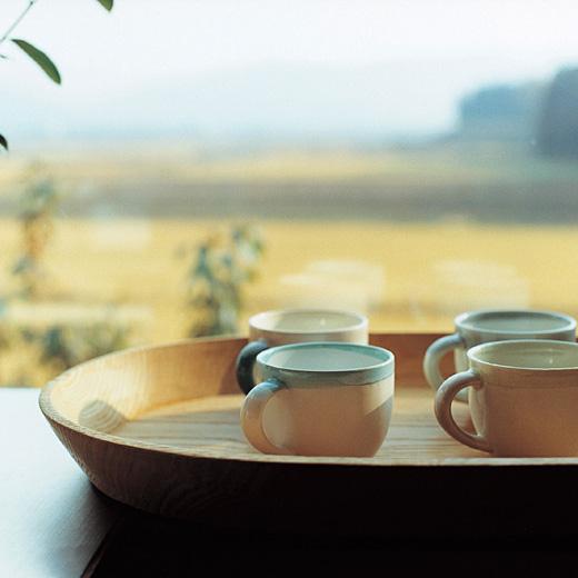 テキスタイルデザイナー 伊藤 尚美さんと作った ひとつひとつ違う釉薬を楽しむ 筆で描いたような大きめマグカップ-