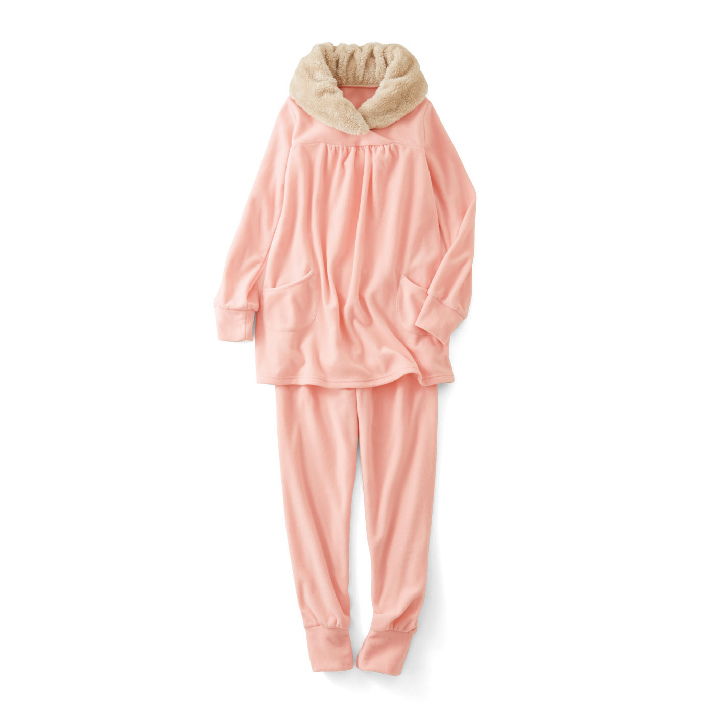 袖口と足口がほどよくすぼまったデザイン。就寝中もすそがずり上がりにくく、暖かさをキープ。〈ピンク〉