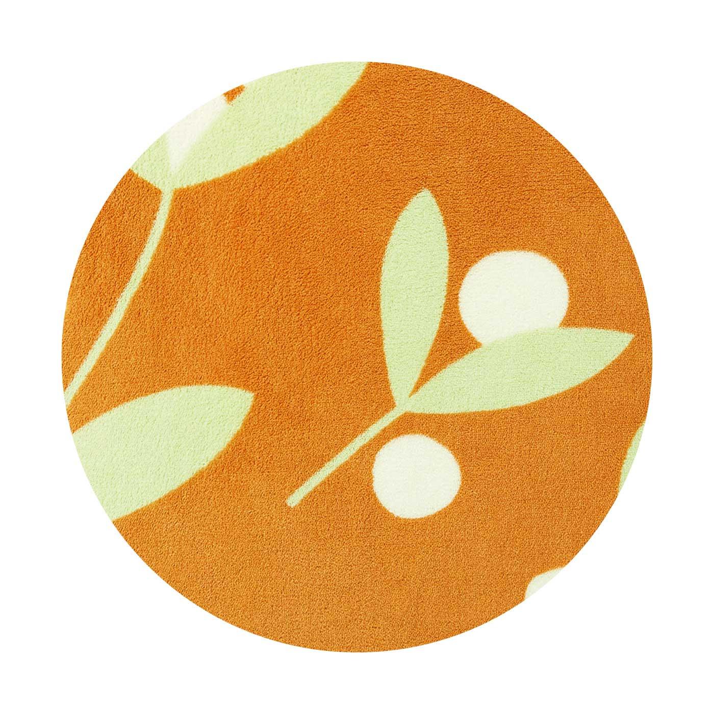 〈オレンジオリーブ〉寒さに強いと言われるオリーブの木のモチーフに、あたたかさを感じるカラーを合わせました。シンプルでナチュラルなモチーフは、ほかでは見つからないかわいさです。