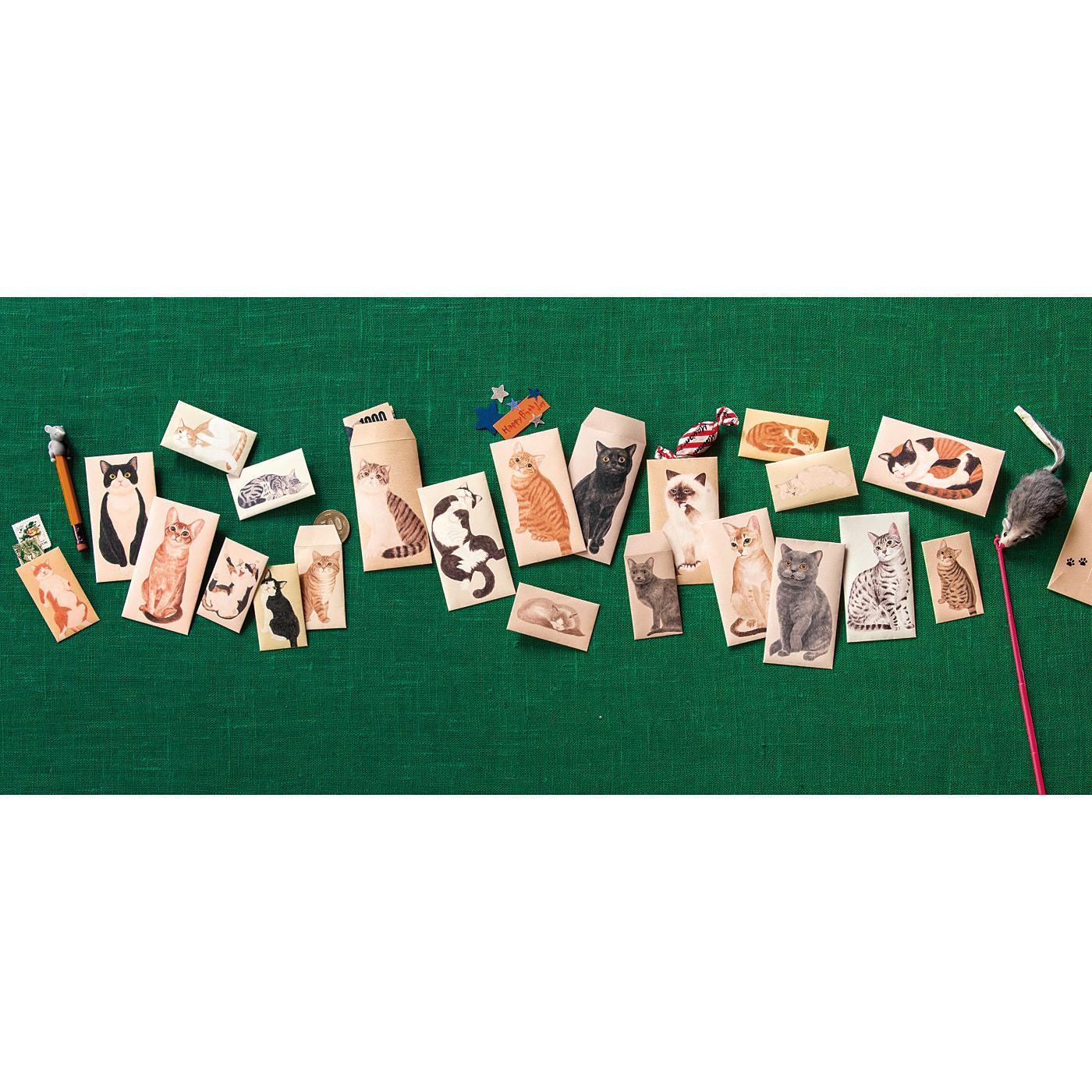 サイズは2種類。四つ折りのお札にちょうどの〈大〉と、500円玉が入る〈小〉。