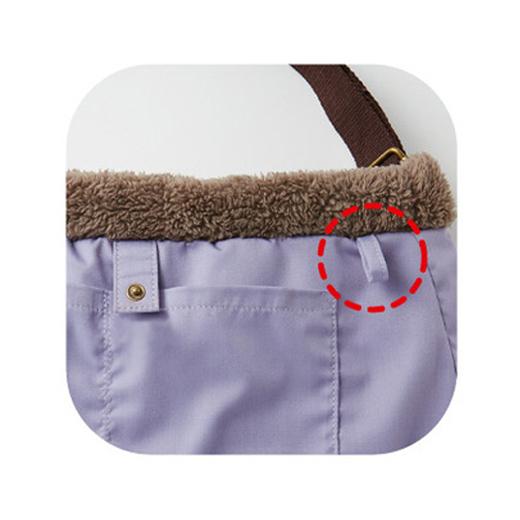 内側両サイドにポケット付き。キーリングを付けるのに便利なループも付けました。