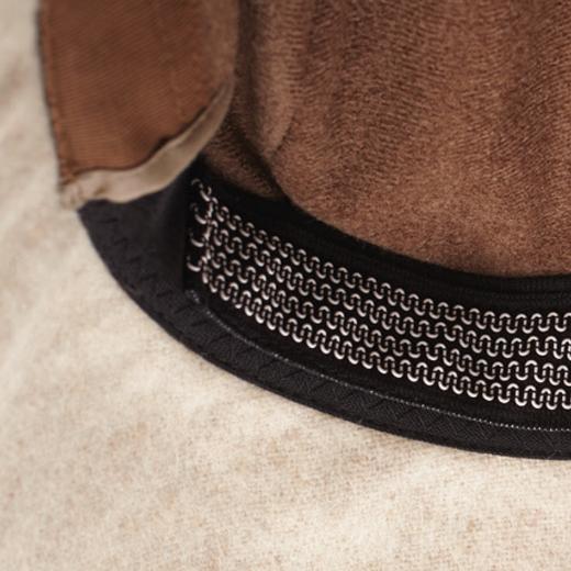 フィット感をUPするため、ビンカワ部分にゴム糸を縫い付けています。