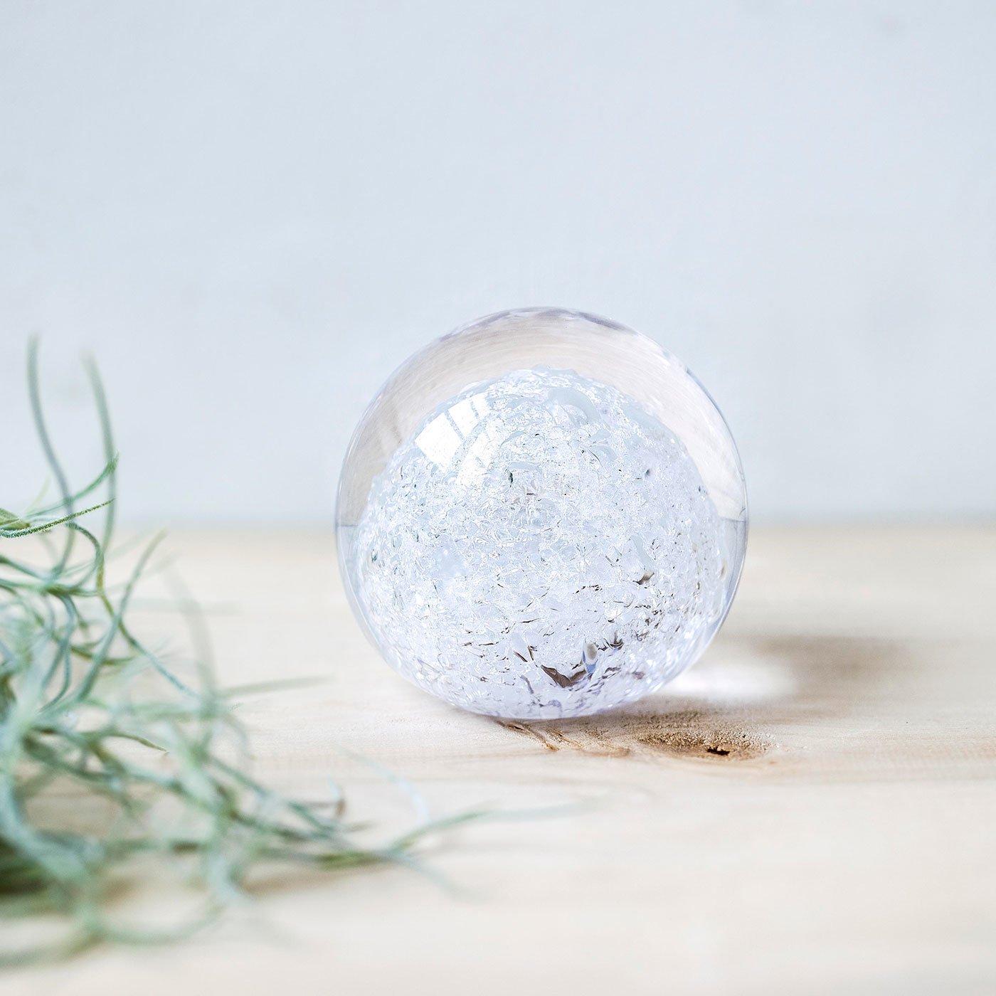 ゆっくりと刻まれる美しいヒビ ガラスのオブジェ