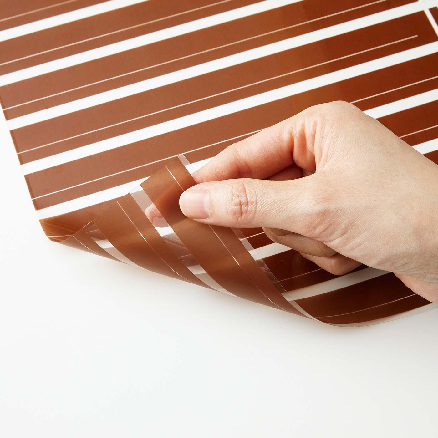 ほどよい透け感のプリントに、UVカット加工をほどこした特殊シート。