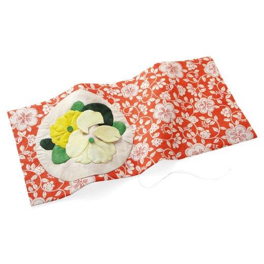 お部屋に広がる彩り 和モダンテイストのお花アップリケキルト