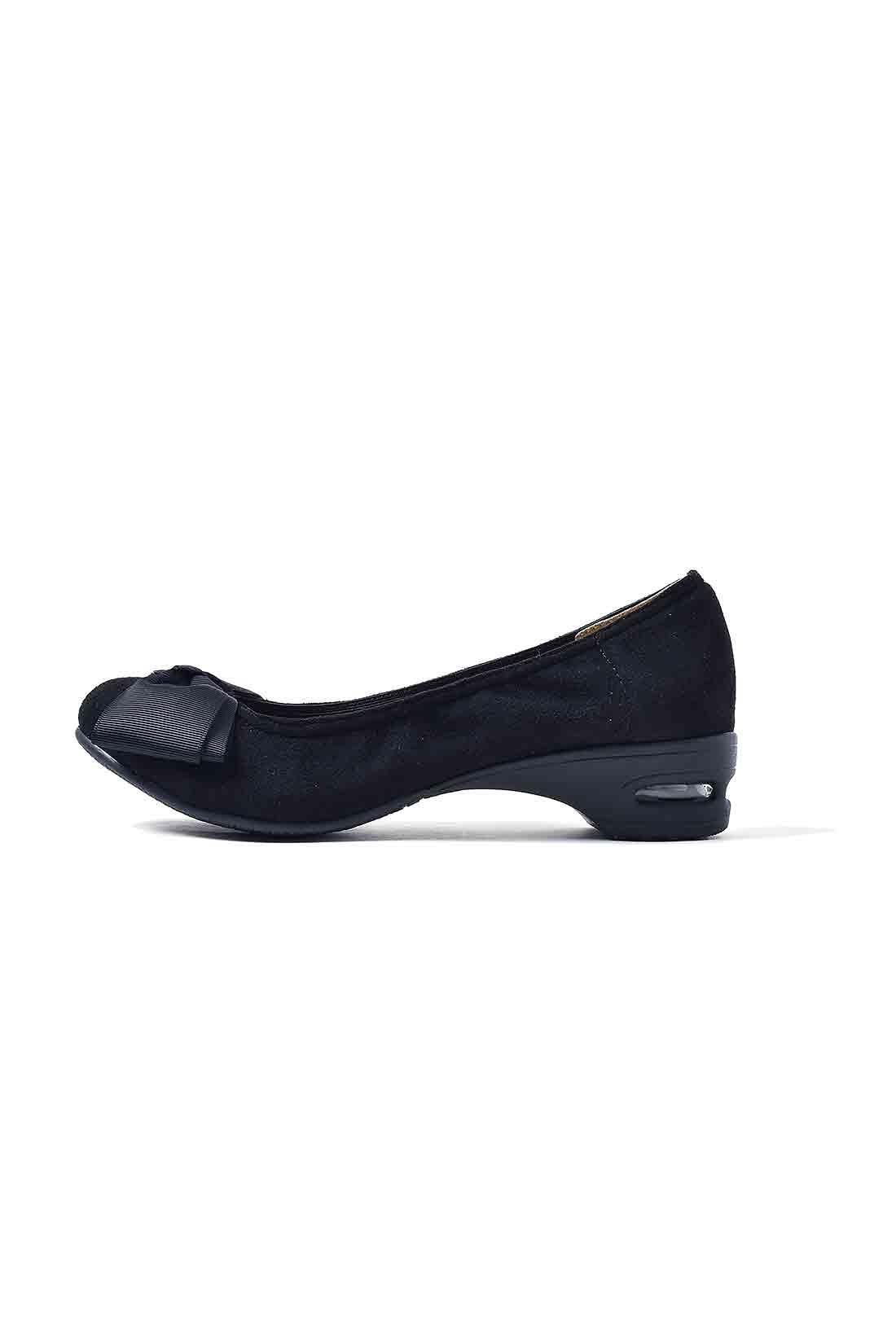 歩きやすさと美脚を同時にかなえる、無敵の約3.5cmヒール。