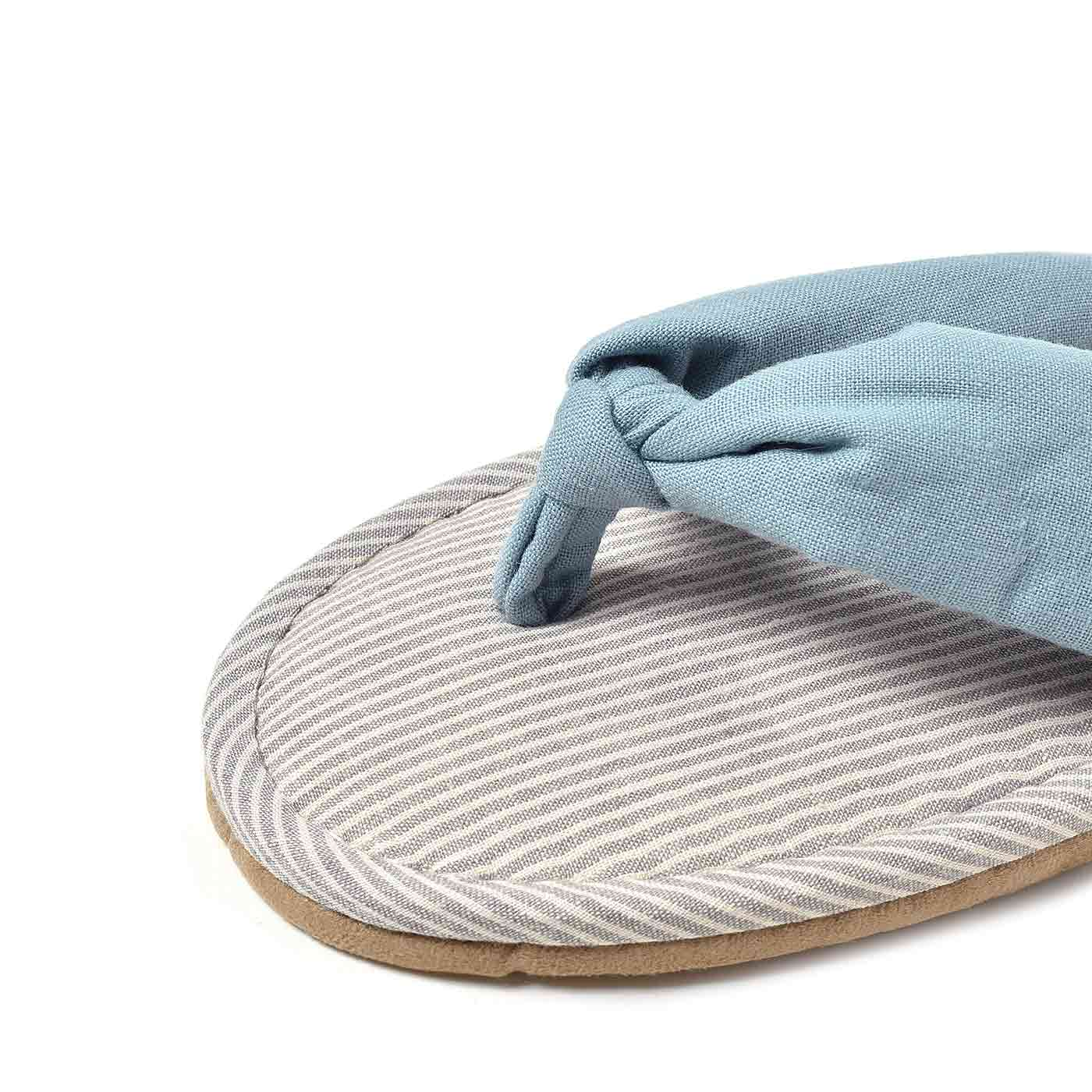 足にふれるソールも鼻緒も気持ちいい綿麻混素材。