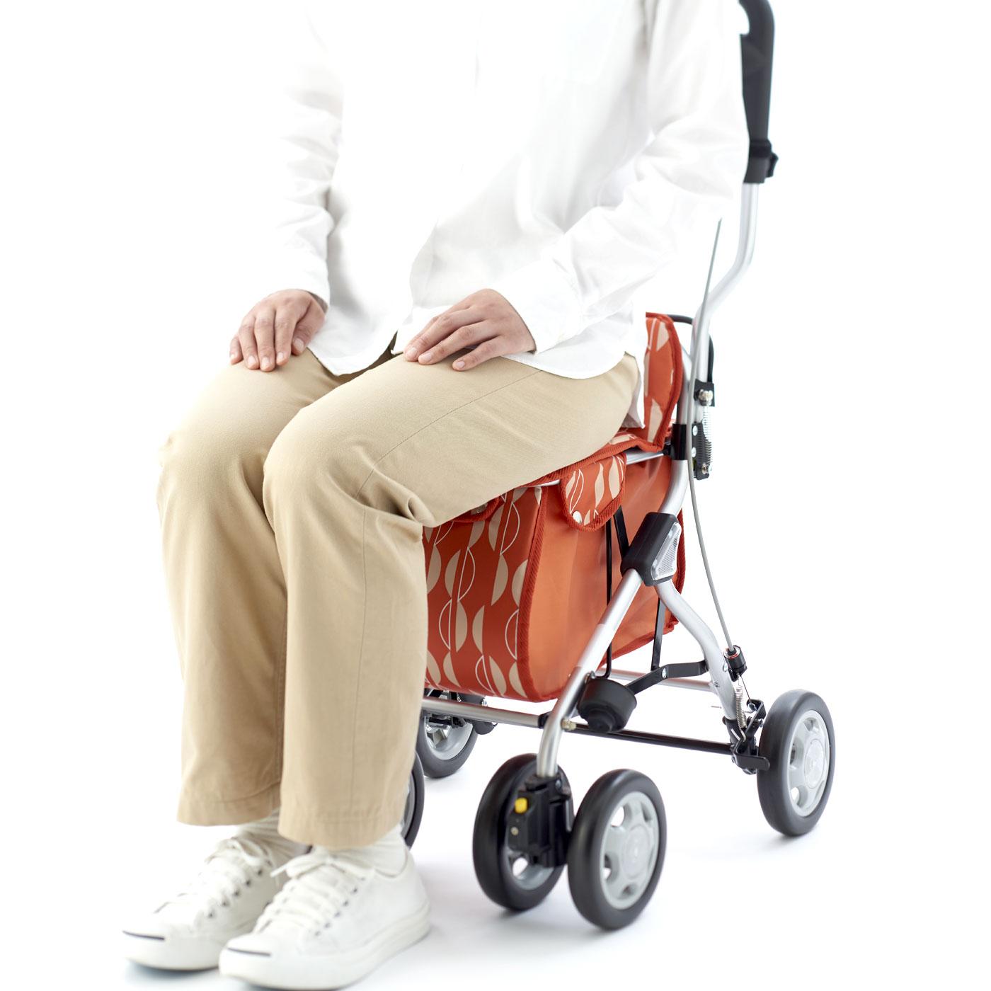 厚みのあるふっくら座面で快適。ふわふわクッションなので、長時間座っていてもお尻が痛くなりにくいです。