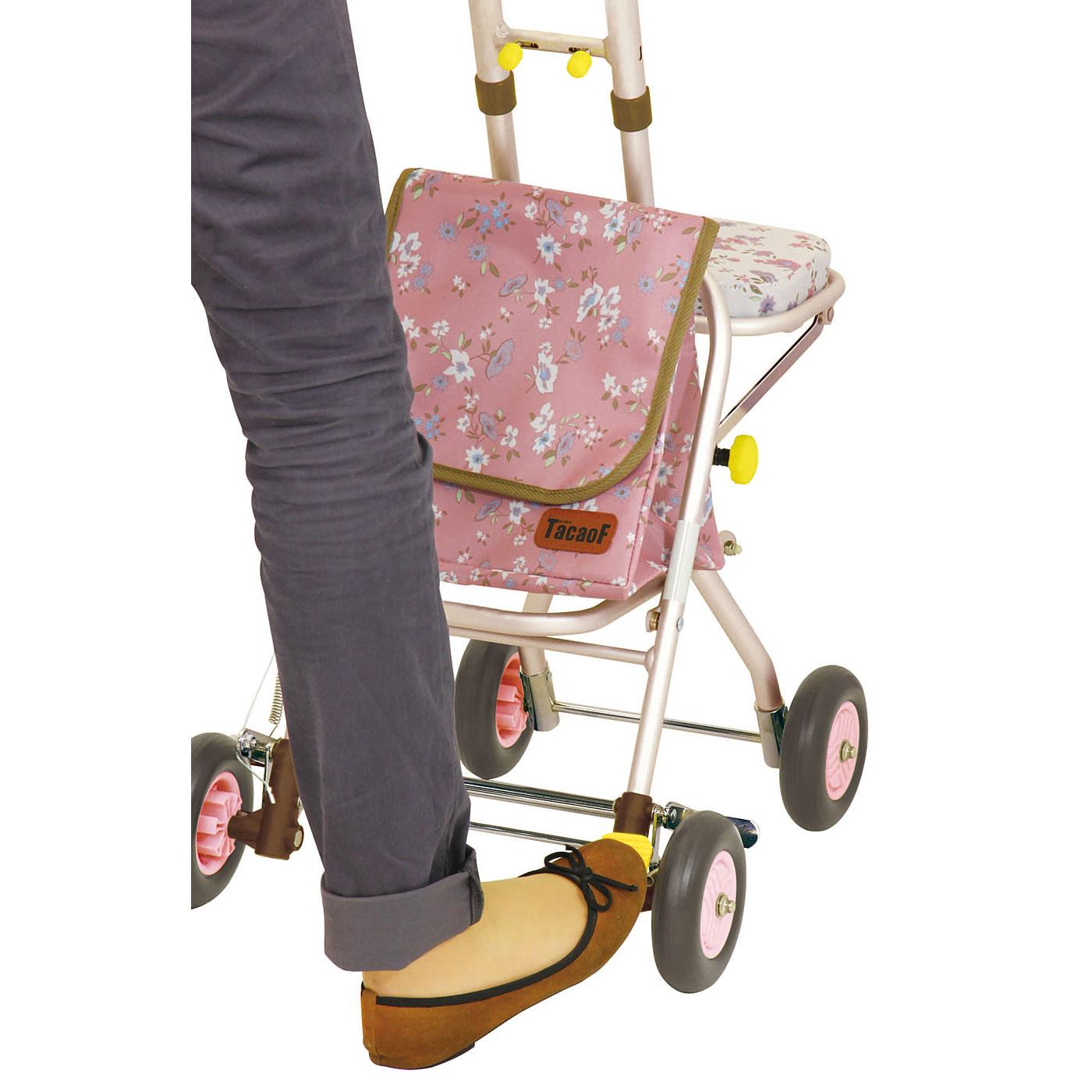 足元ストッパー。足元のペダルを踏む、あげることで後輪の固定、解除ができます。