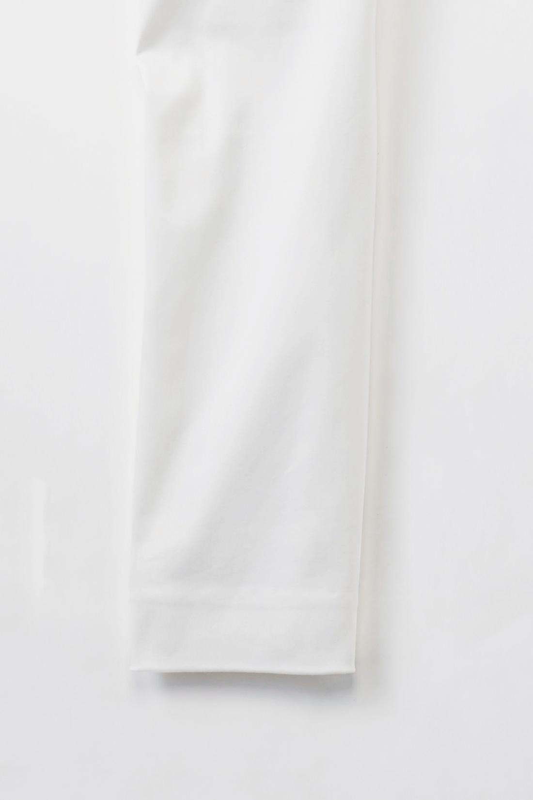 すそはノーステッチのすくい縫いでスマート仕上げ。