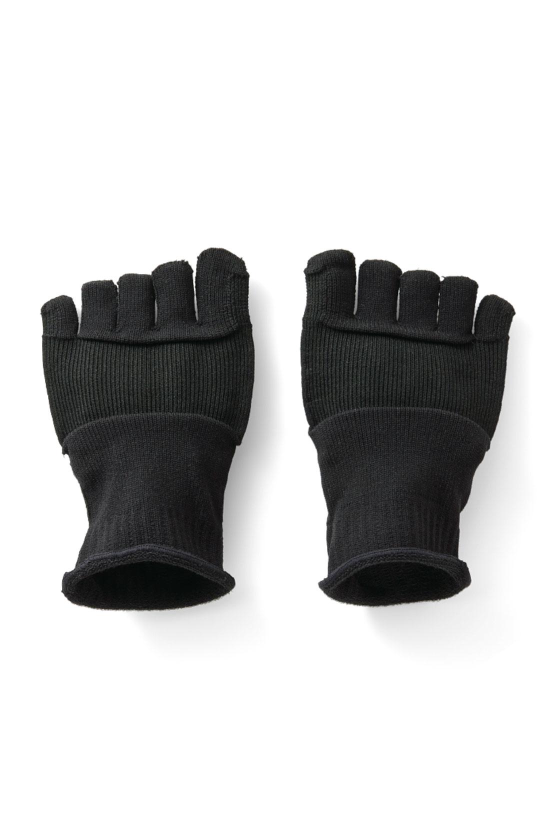 Front 黒タイツのインにおすすめ。立ち仕事などの足の裏をやさしく刺激します。