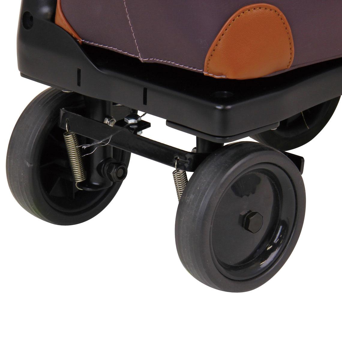 大型タイヤで動きが軽やか。回転がスムーズでつまづきにくいので、ガタガタ道でも快適歩行が可能です。