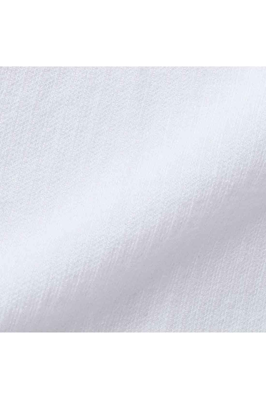 シャツ生地に見えて、しわも気にならない、ピンストライプ柄のカットソーピケ素材。