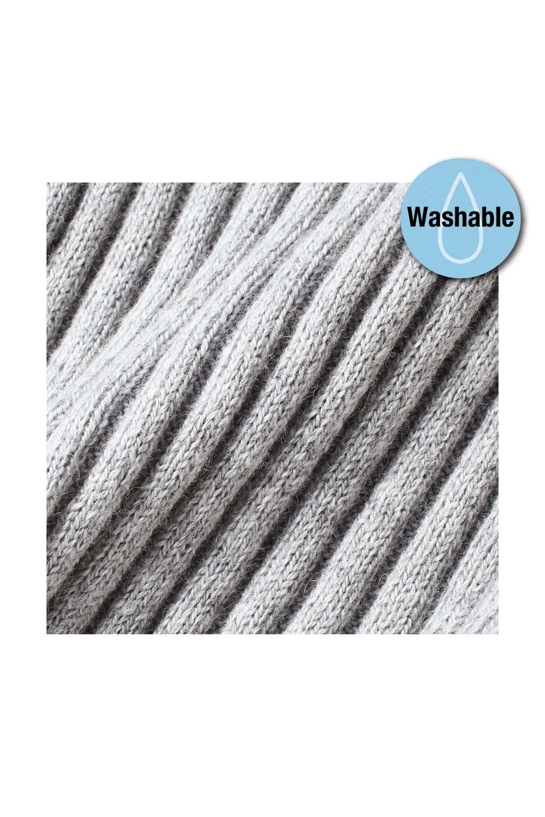 天然素材のコットンに贅沢にもカシミアを10%混紡した、ふっくらとやわらかな素材。この薄さで暖かなのが、上質な証。ウォッシャブルなのもうれしい。