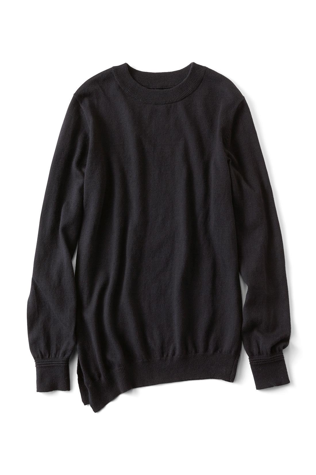 定番の〈ブラック〉 袖にはこだわりのタック編みでさりげないアクセント。