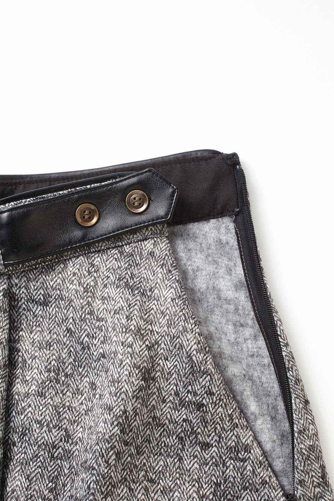 サイドファスナーで着やすさ◎。 トレンドのラップスカートに見せかけて、実はすっきり横開きのサイドファスナー仕様で着脱簡単。