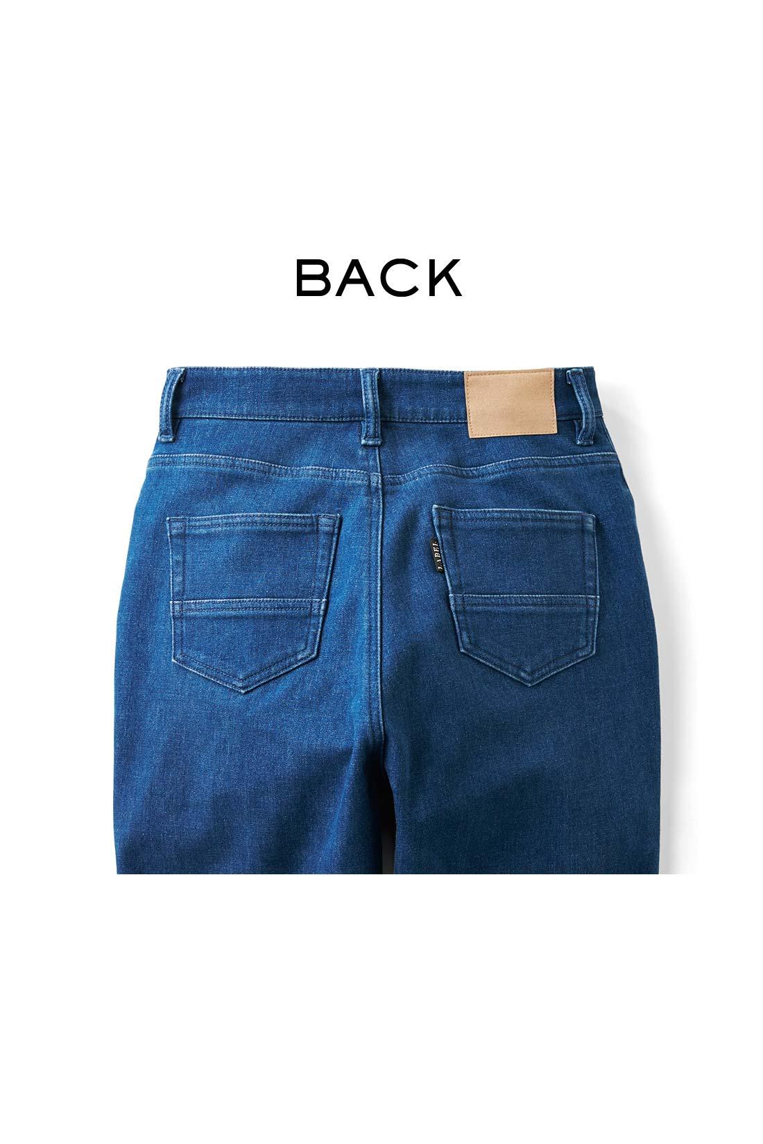 小尻効果のあるポケットやピスネーム、スエード調のパッチなど、ディテールも本格的。 ※お届けするカラーとは異なります。