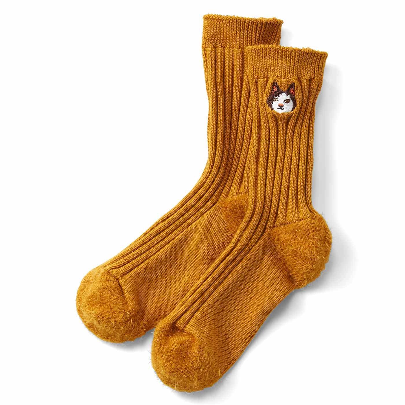 IEDIT[イディット] 宮田聡子さんコラボ ワンポイント猫刺しゅうの異素材切り替え靴下〈オレンジ〉