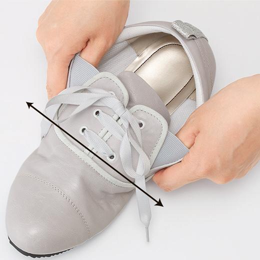 (3)幅広のびのび a伸びのよいサイドゴム 靴ひもを結んだままするりと素早く履けて、さまざまな足のお悩みにも、快適なフィット感。