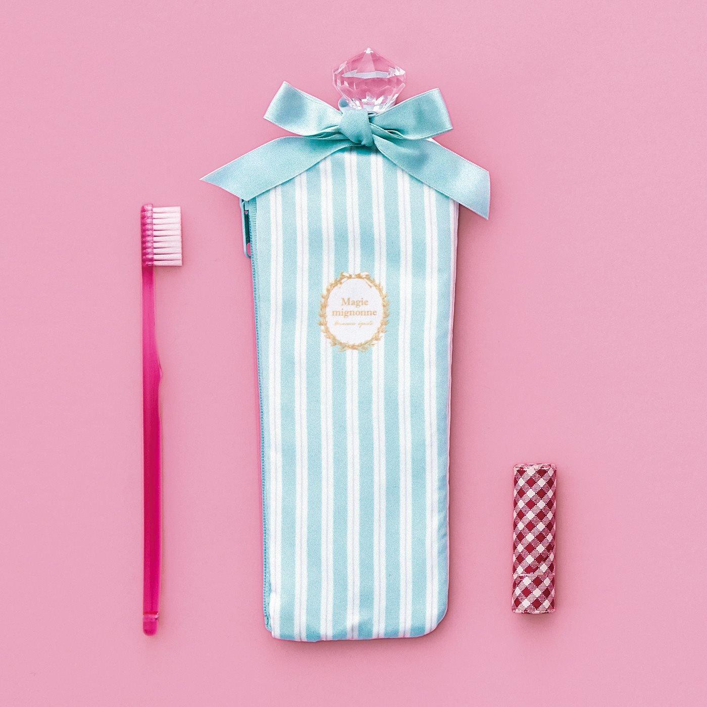 食後のエチケットを美しく 歯ブラシとコップ付きの香水瓶(びん)みたいな歯みがきポーチの会