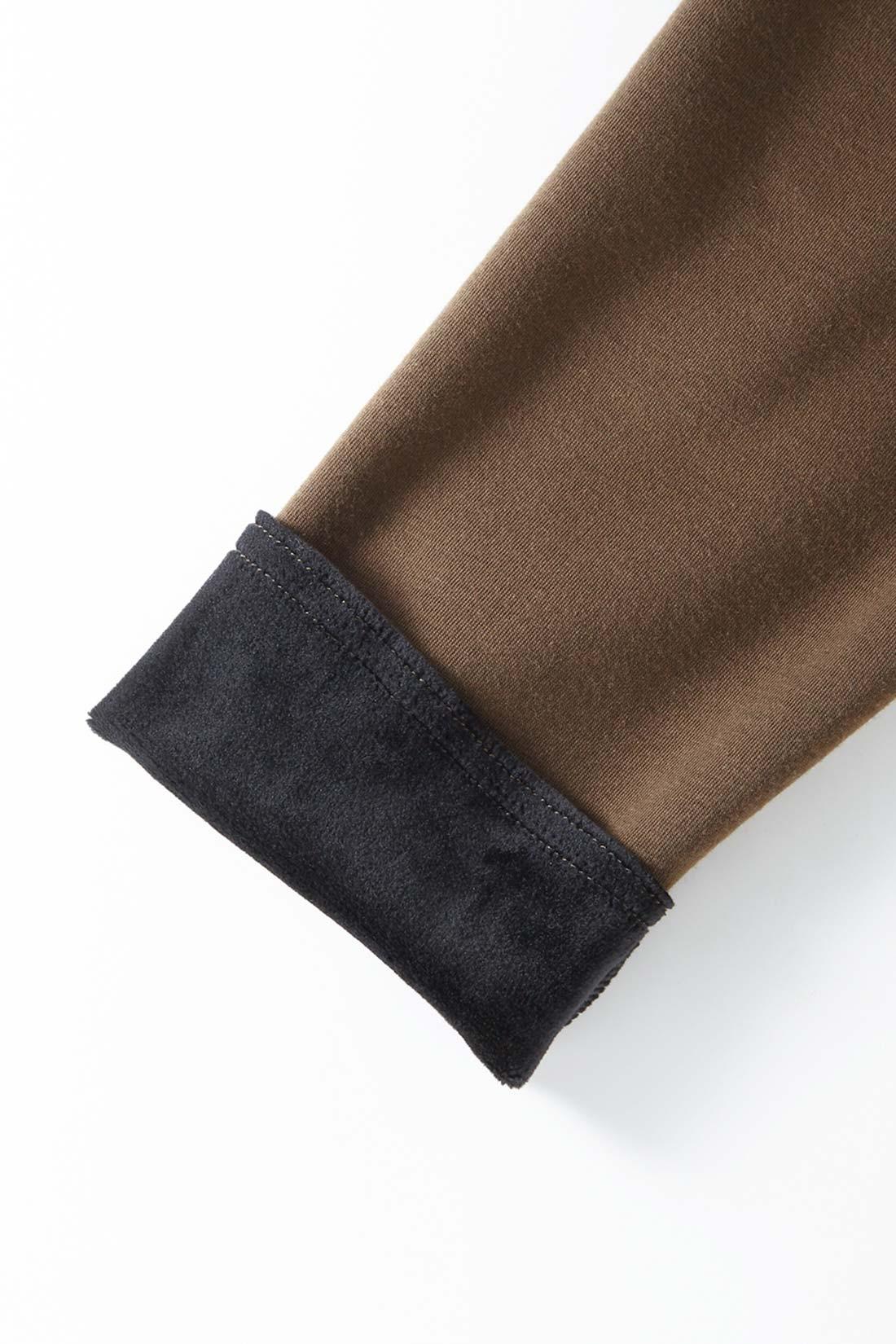 表と裏のある洗練のバイカラー メリハリあるおしゃれな配色で、袖口を折り返してもニュアンスある着こなしが楽しめます。