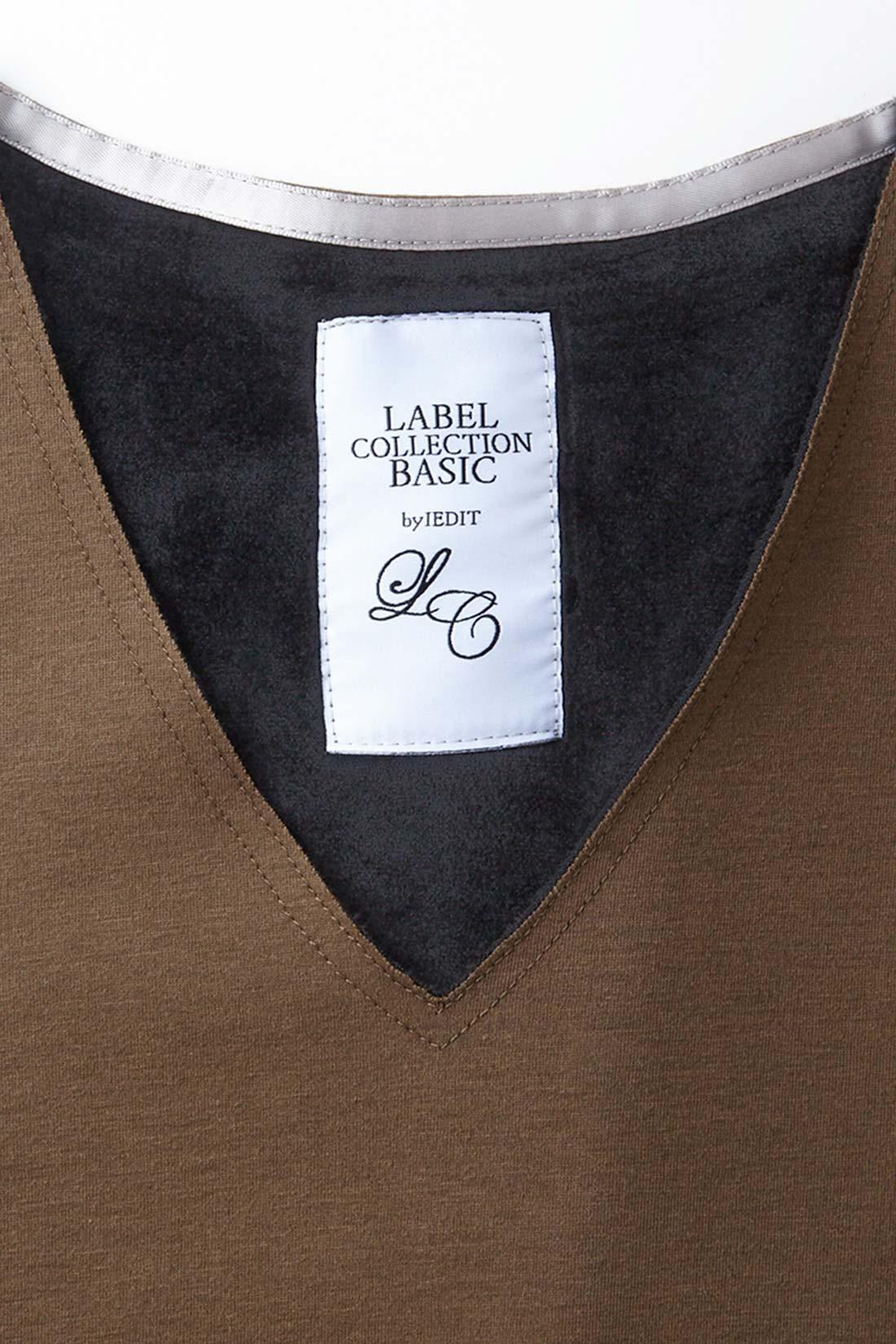 切りっぱなしデザインでネックラインもすっきり 衿ぐり、袖口、すそは切りっぱなしの仕様にステッチをたたいてすっきり今年らしく。オリジナルブランドネームがリッチなムード。