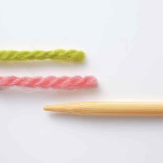 編み目が見やすい色糸をセレクト。