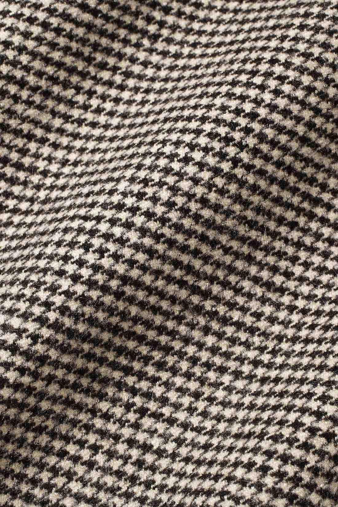 厚すぎず暖かなウール調起毛素材。ストレッチのきいた素材で動きやすさも抜群。