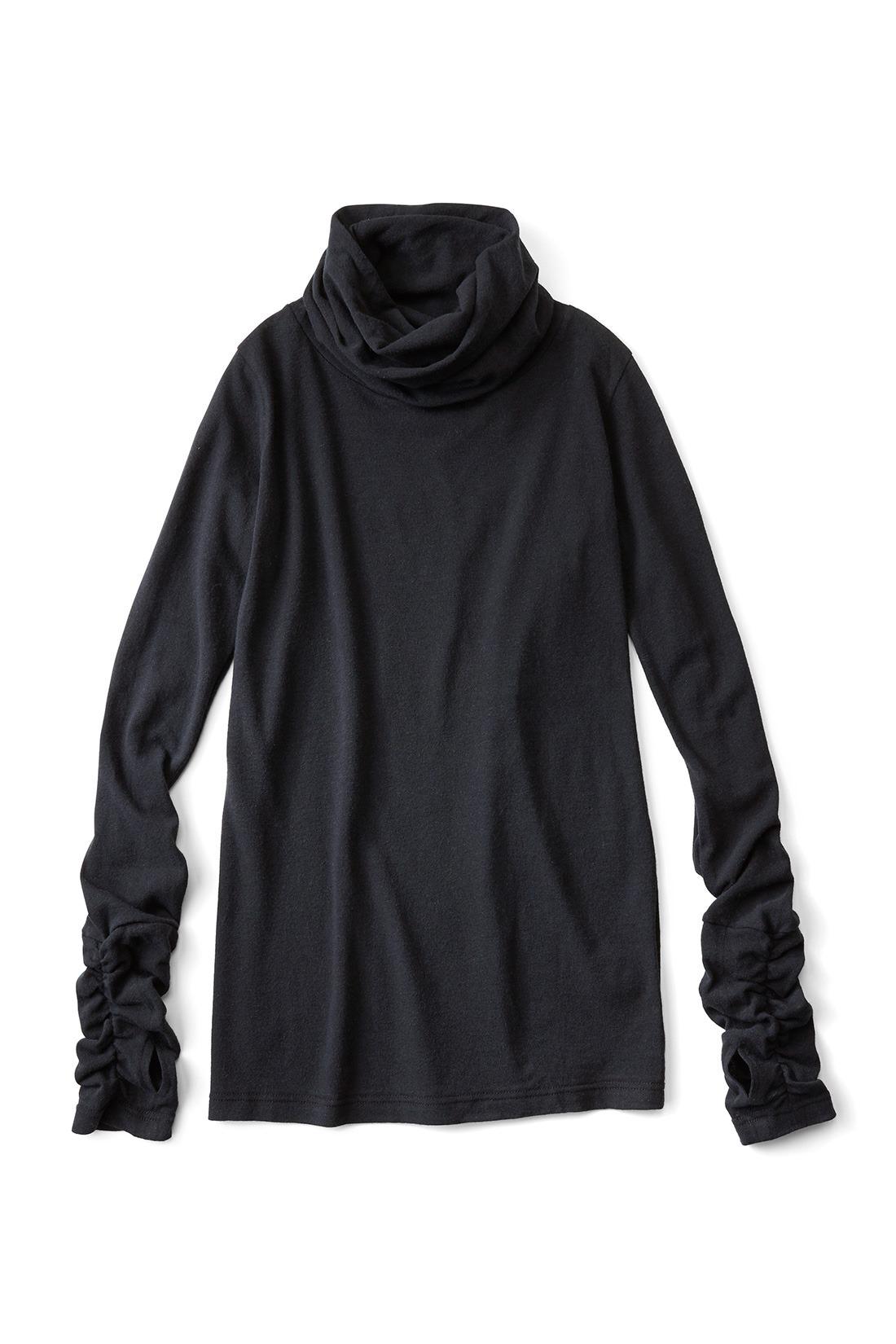 着まわし力抜群〈ブラック〉 着映えも小顔もかなえるタートル ボリュームのあるタートルデザインが小顔見せもこなれ感もかなえます。