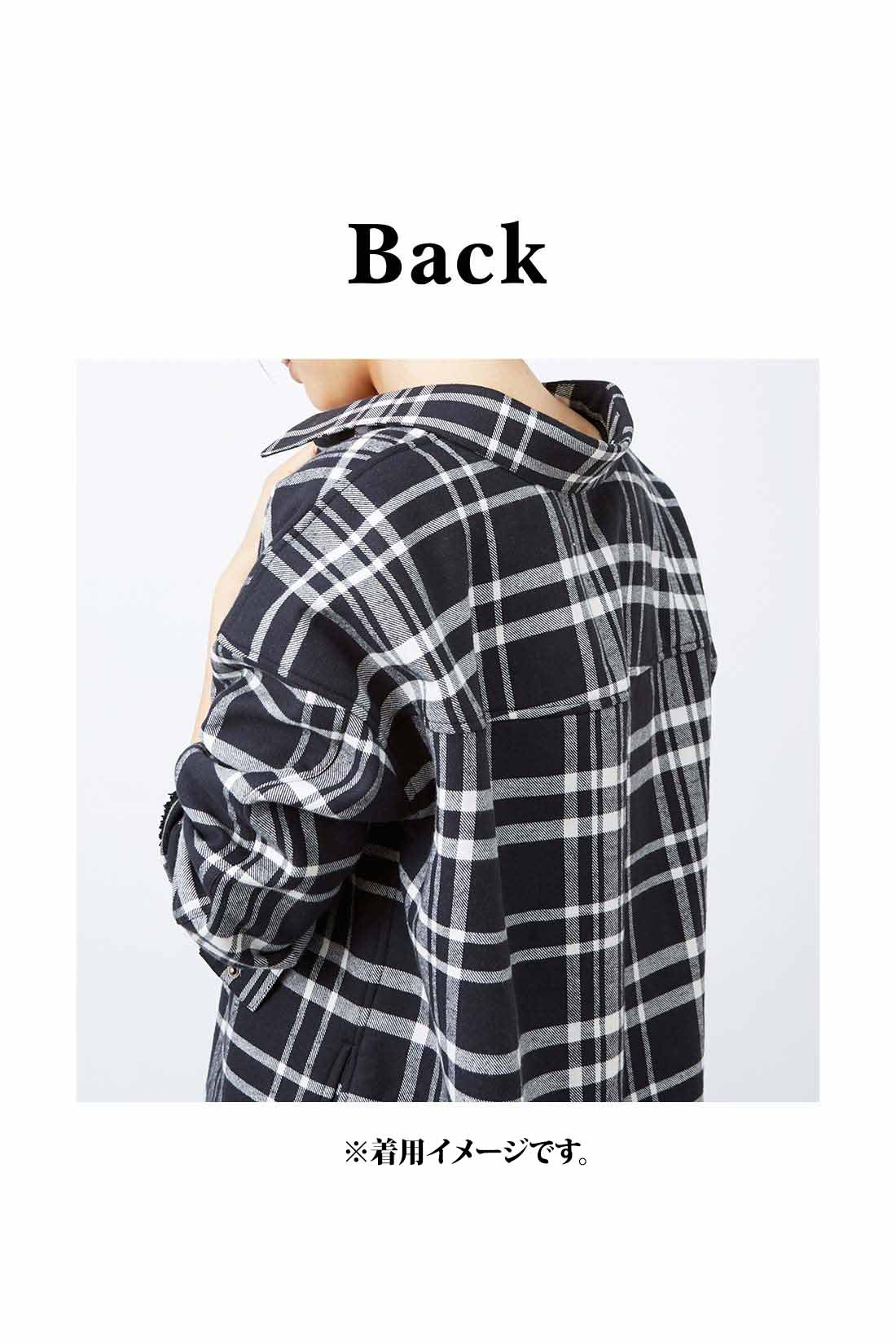着方を工夫しなくても簡単にトレンドのスタイルが楽しめる衿抜きデザインで女っぽく。 ※お届けするカラーとは異なります。