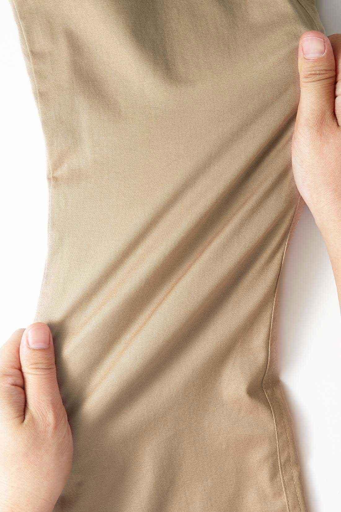 表面は伸縮性のいい薄手のコットンストレッチ素材を使用した伸びやかなはき心地です。