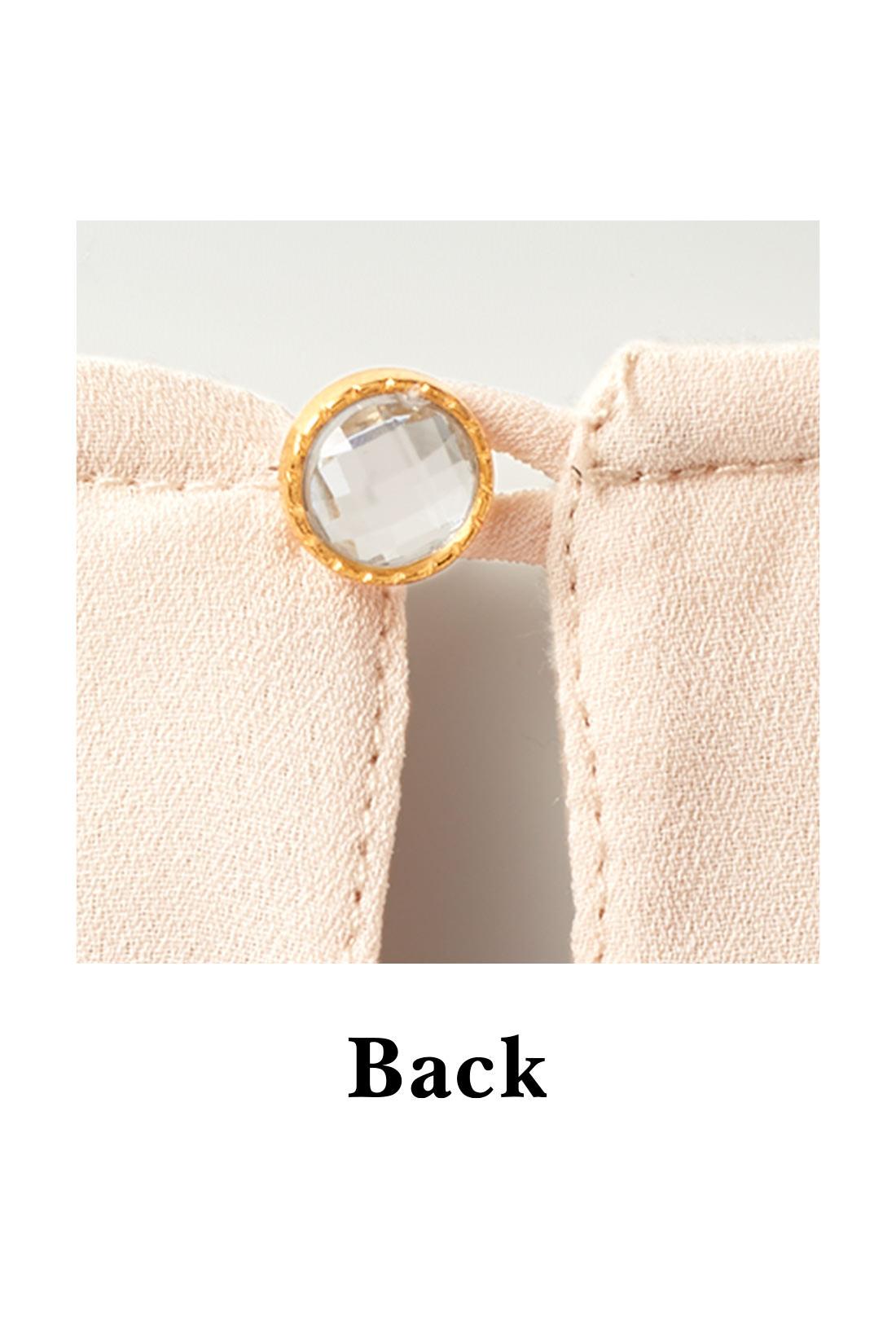 バックスタイルは涙開きデザインのワンボタン仕様で清楚な雰囲気。