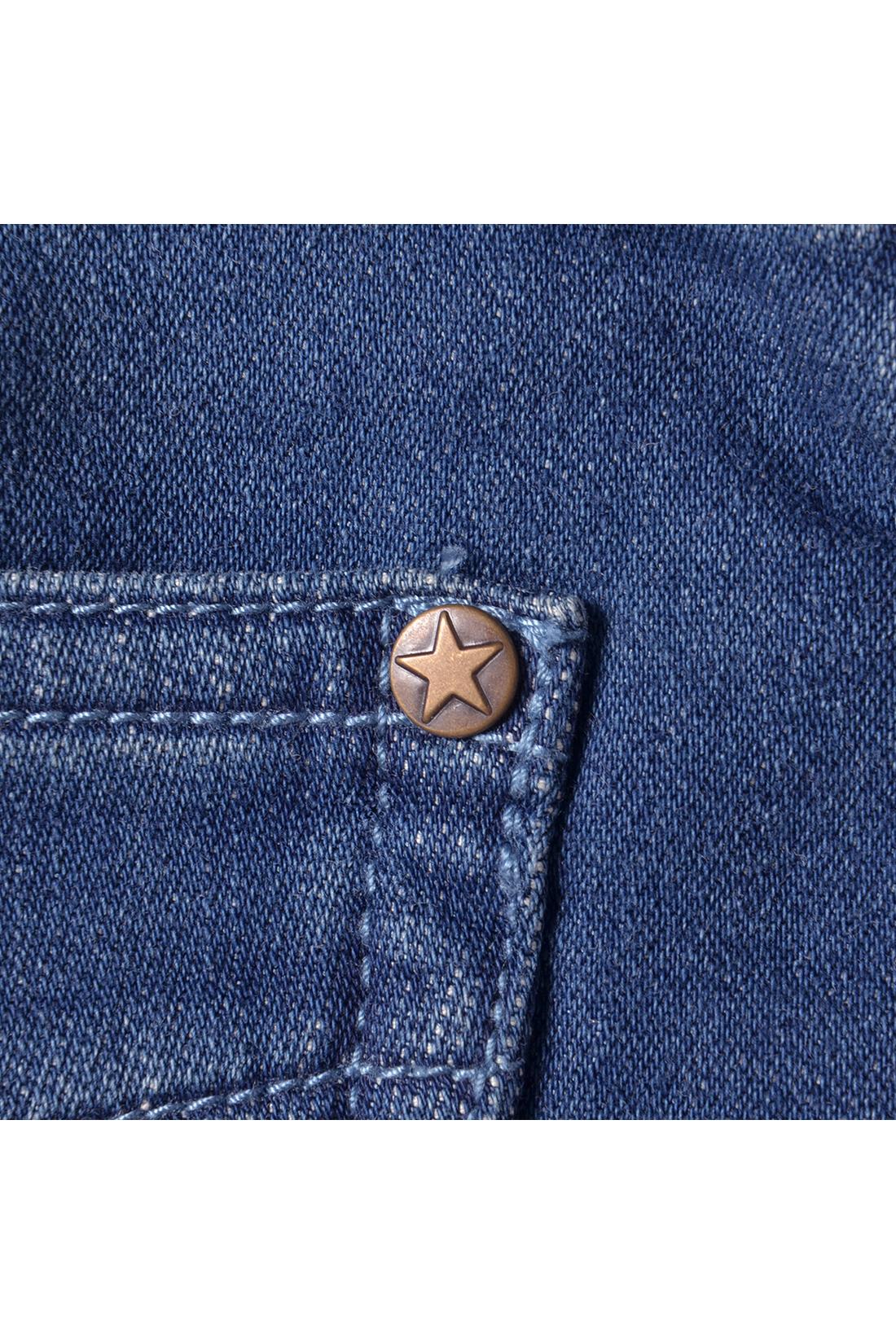 ポケットのすみに星発見。こっそりこだわったリベットにも注目して。