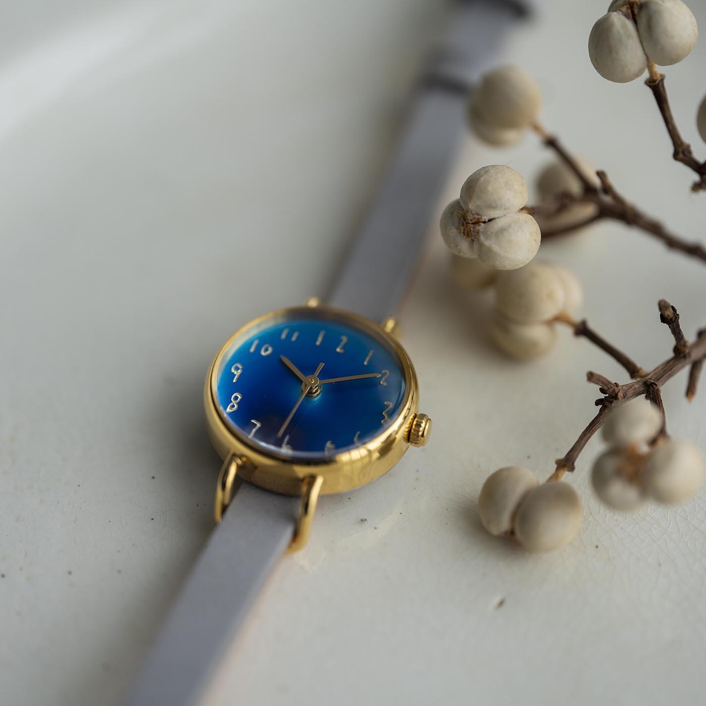 金沢の時計職人が手掛けた 藍月に見惚れる腕時計〈白銀色〉[時計:日本製]