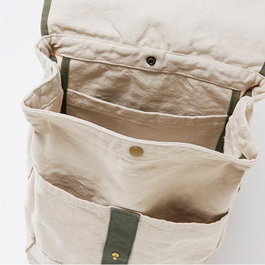 内ポケットと2つの大きな前ポケットが便利。