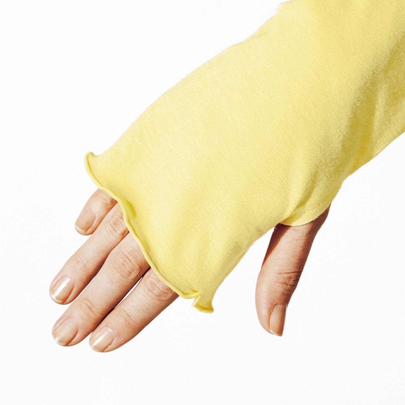 これは参考画像です。手の甲を覆うサムホール付きの長め袖。
