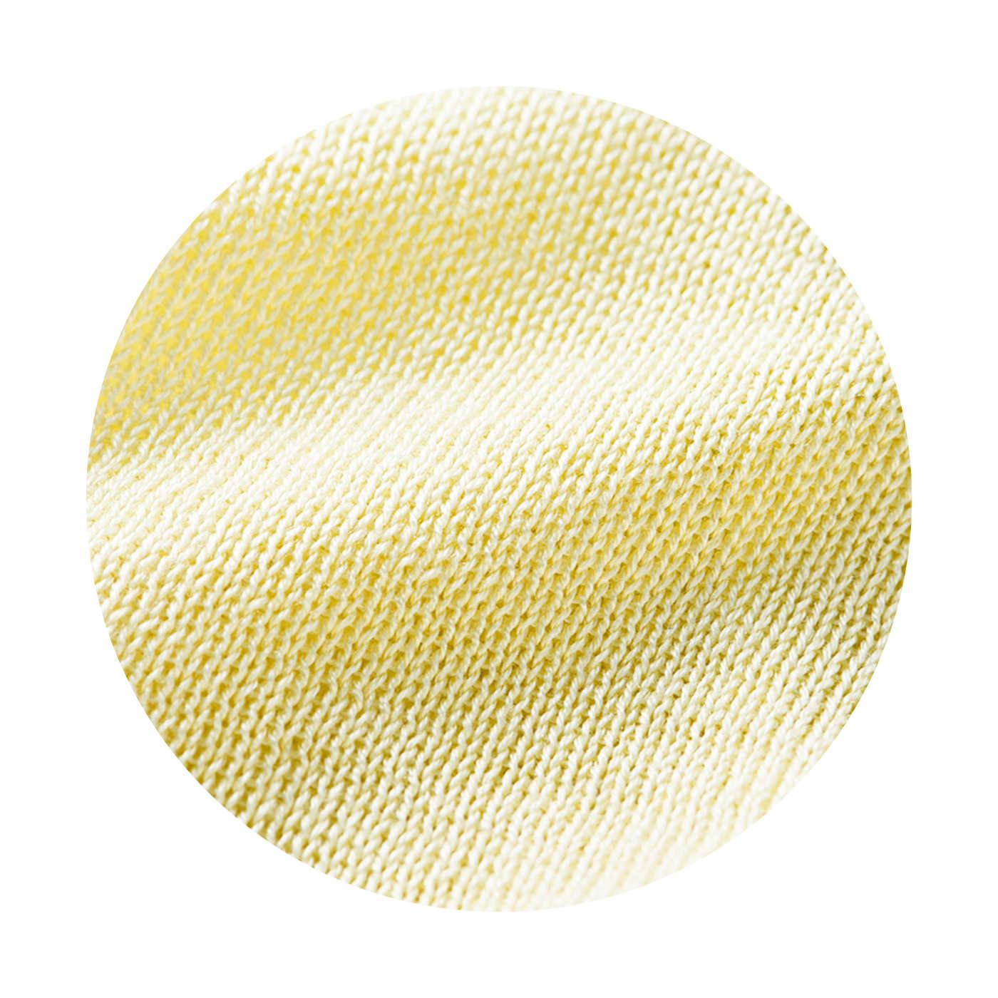 指先の導電繊維部分以外はすべて上質なシルク。