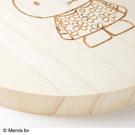 木目の質感がやさしい、無漂白で質のいい桐素材。